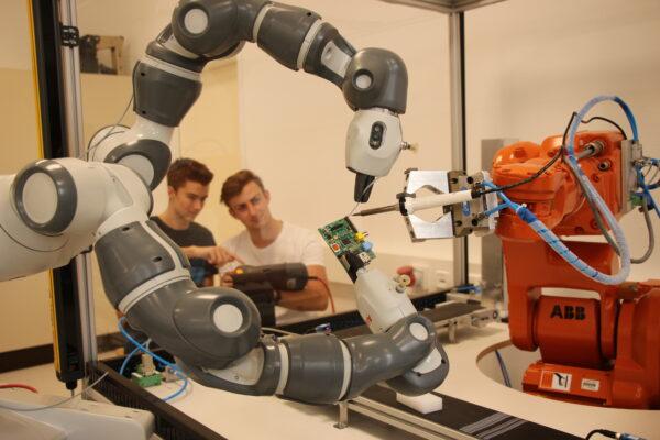 """Digitalisierung an der HTL Neufelden oder  """"Wie Maschinen intelligenter werden"""""""